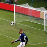 Thierry Henry is a handball cheat: the viral flash game