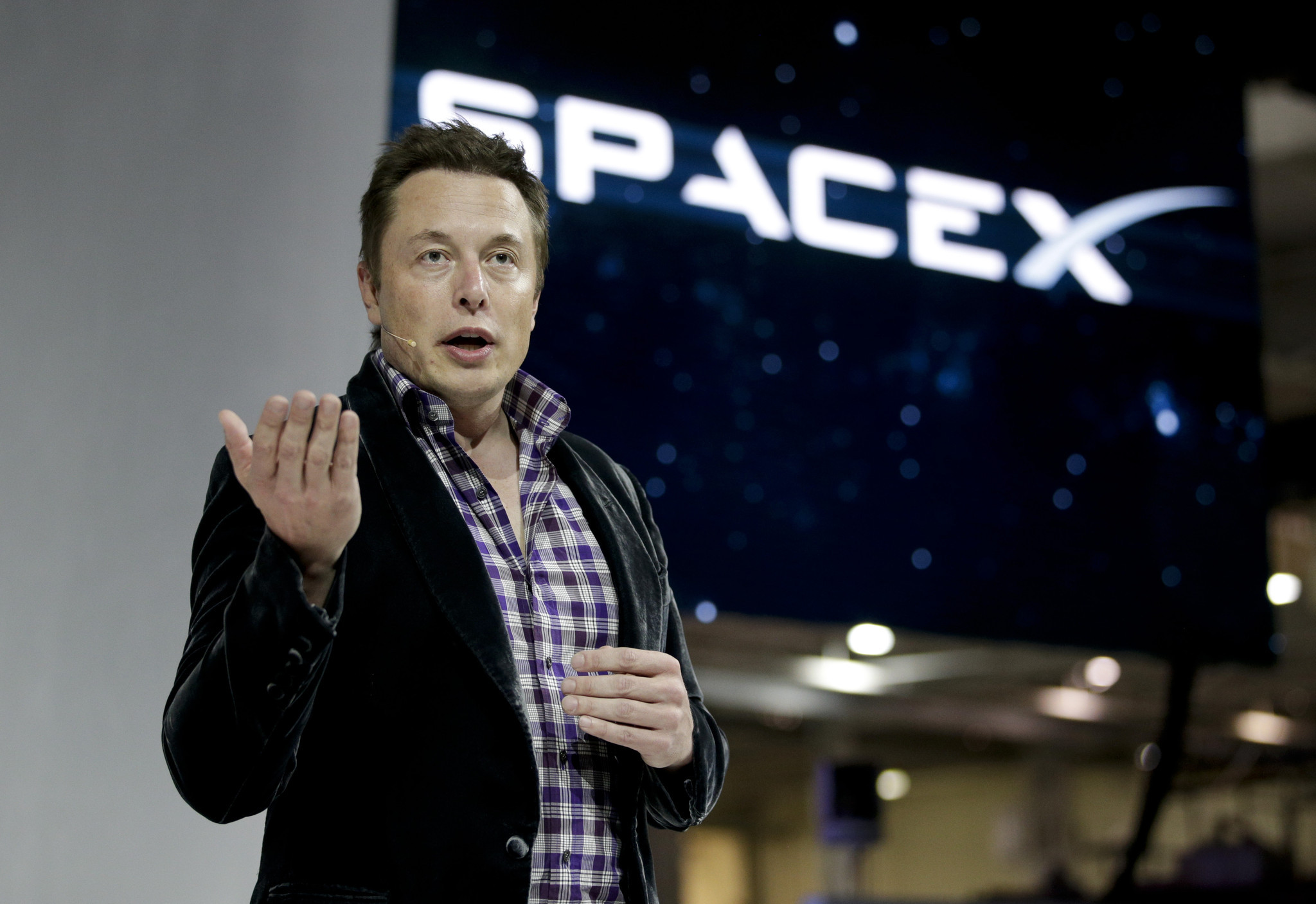 SpaceX chief envisions 1000 passenger ships flying to Mars