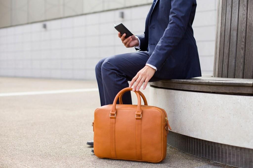 Issara briefcase